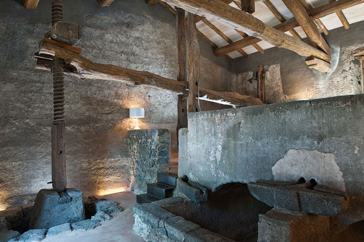 3---Monaci-delle-Terre-NereOld-wine-press-and-stairs-to-breakfast-area
