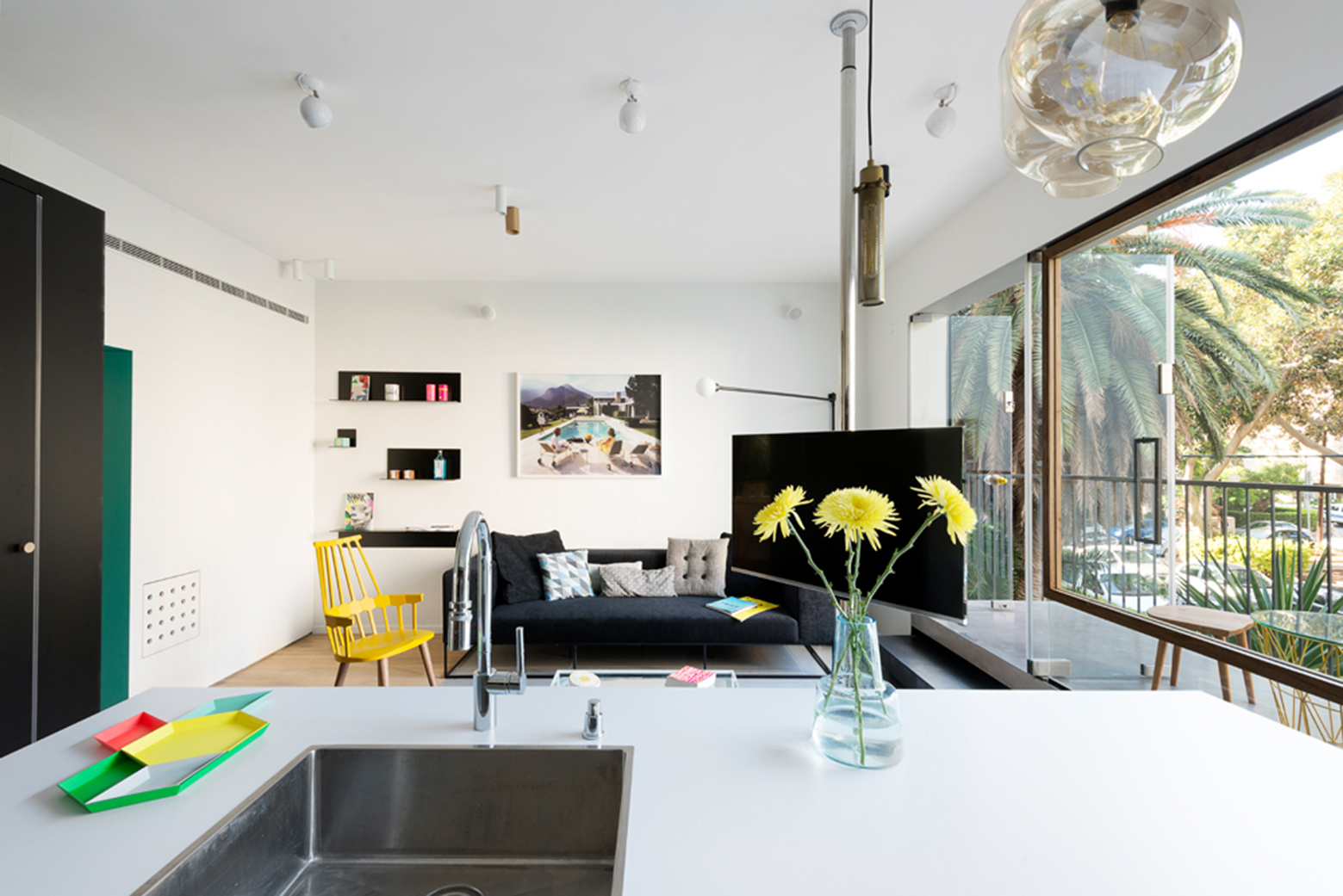 Apartment-in-Tel-Aviv-Small-Apartment-Maayan-Zusman-Interior-Design-Tel-Aviv-Living-Room-Humble-Homes