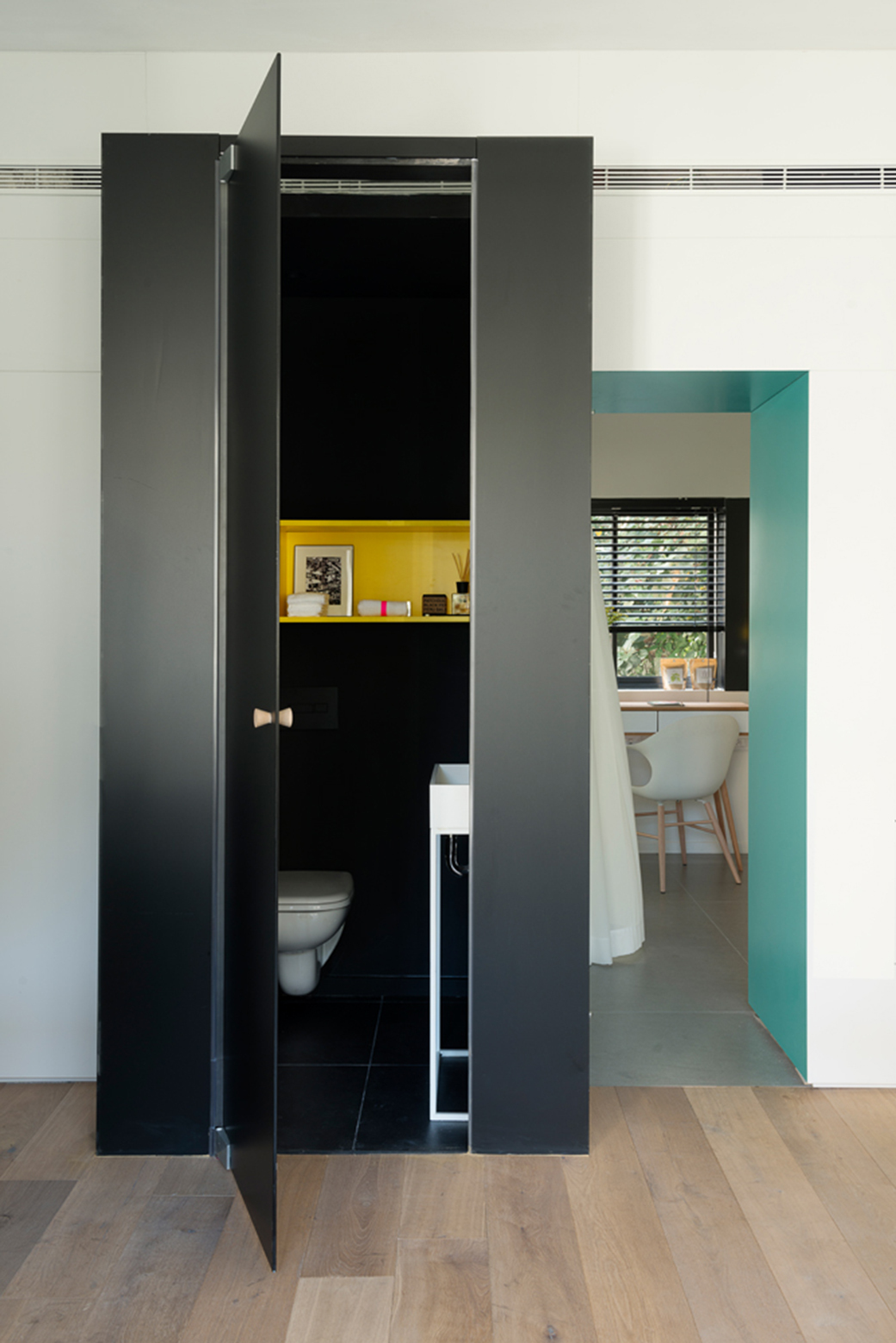 Apartment-in-Tel-Aviv-Small-Apartment-Maayan-Zusman-Interior-Design-Tel-Aviv-Toilet-Humble-Homes