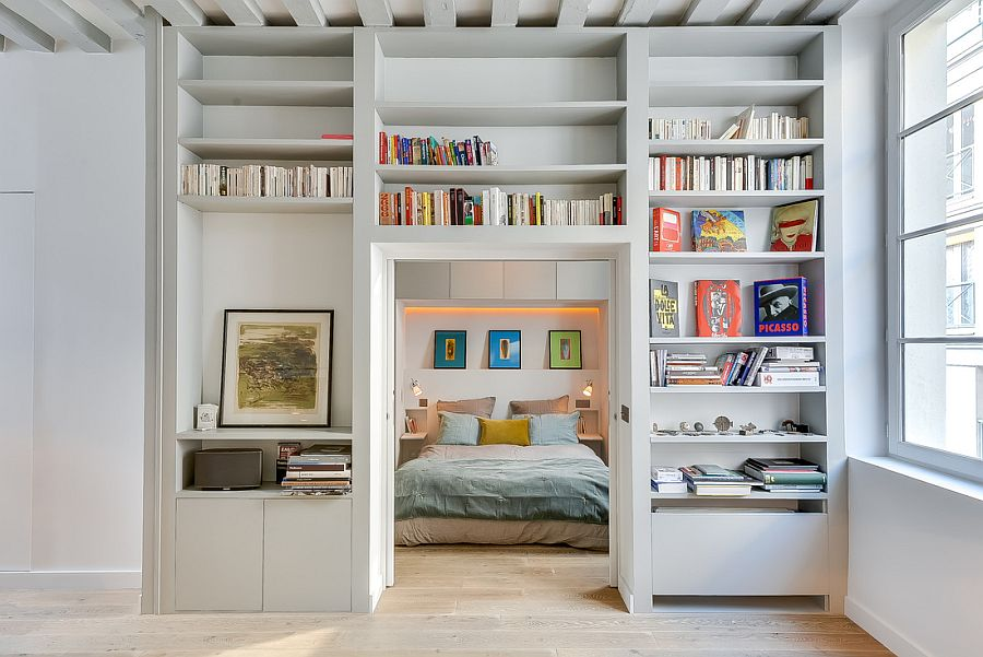 Entry-of-the-bedroom-goes-through-the-library-wall-feature