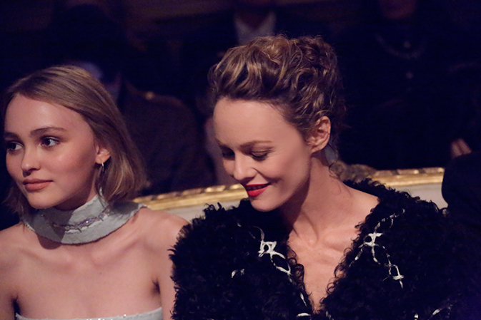 chanel-paris-salzburg-new-york-guests-05-lily-rose-depp-vanessa-paradis