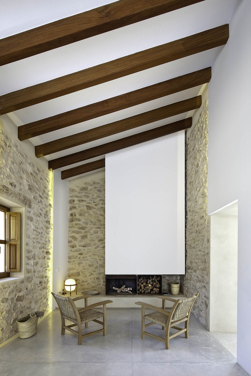 Maria-Castello-contraste-de-la-cheminée-contemporaine