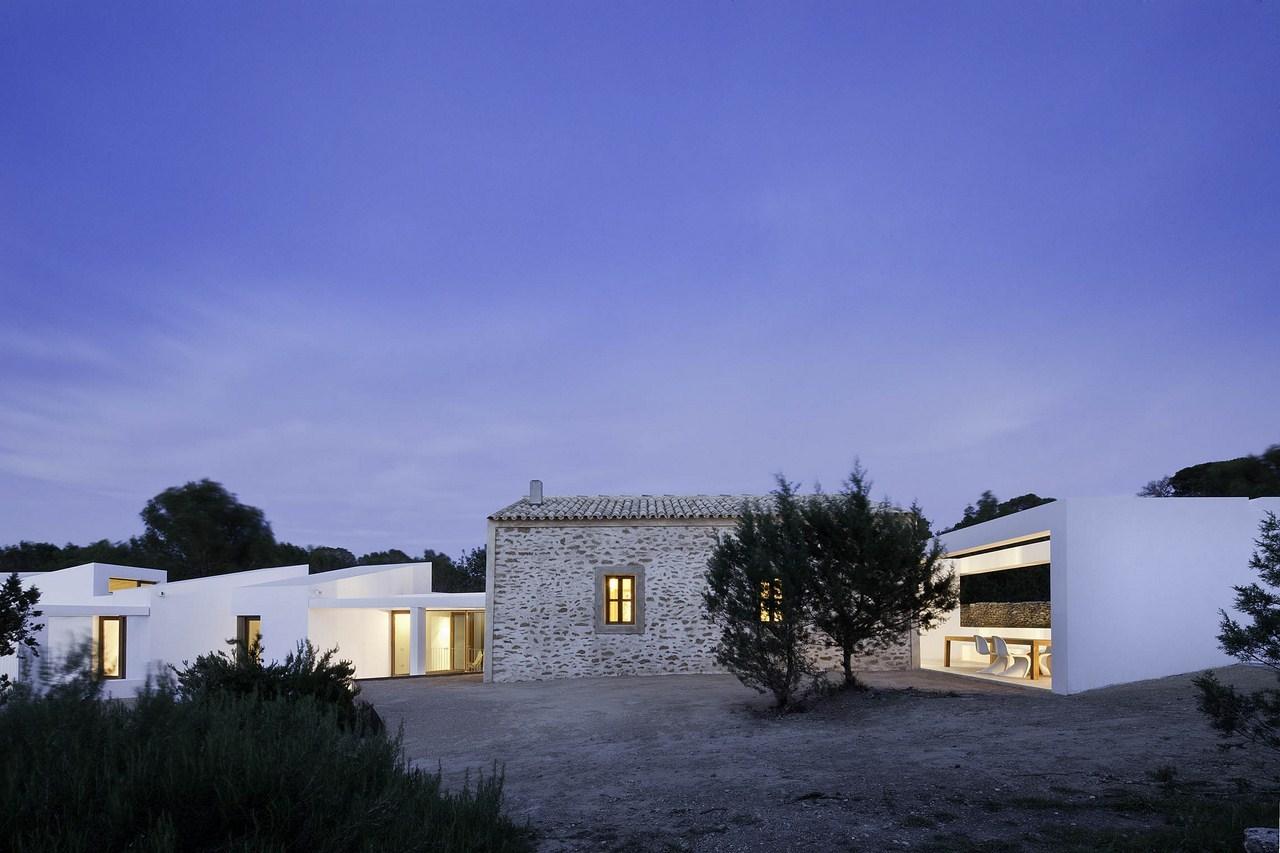 Maria-Castello-la-maison-à-la-nuit-tombée