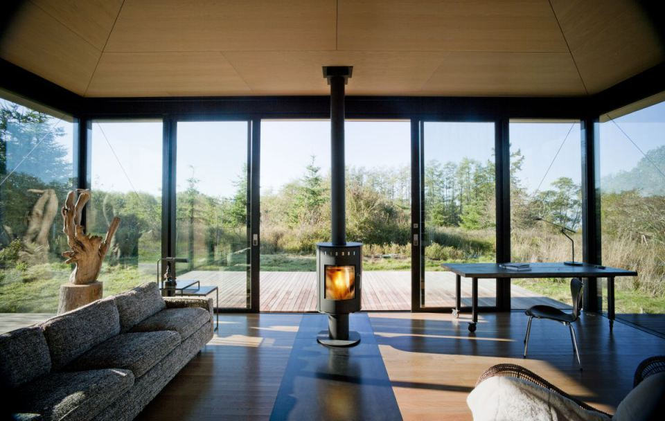 olson-kundig-false-bay-writers-cabin-interior2-via-smallhousebliss