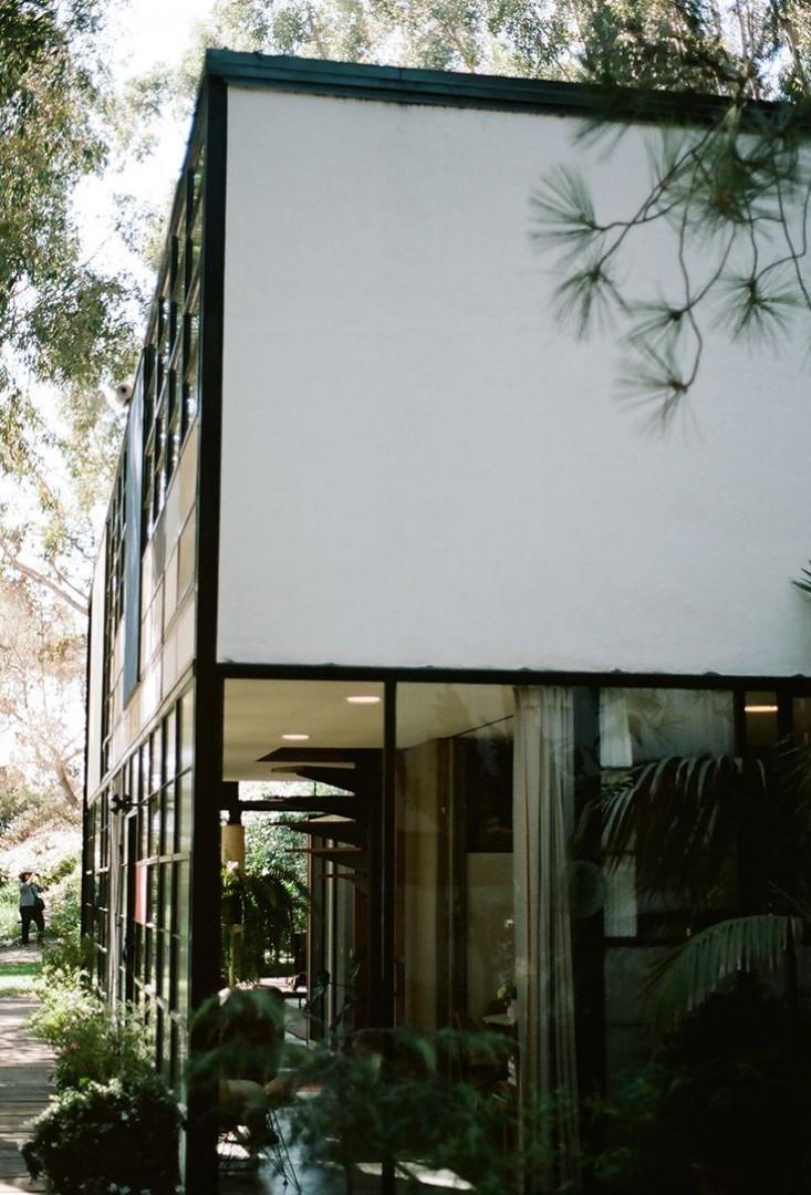 eames-house-facade-la-landmark-gardenista
