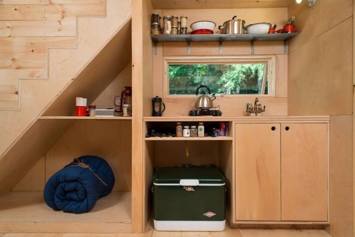 outbuilding-ovida-cabin-kitchen-2-gardenista