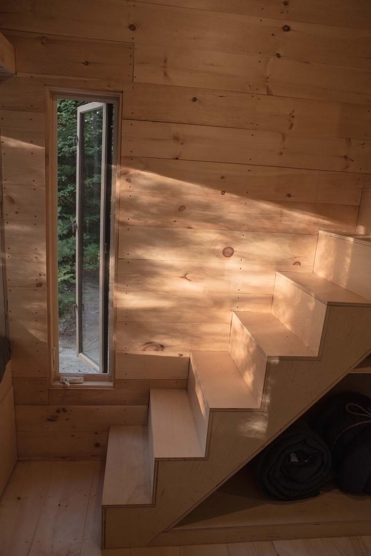 outbuilding-ovida-cabin-stairwell-gardenista