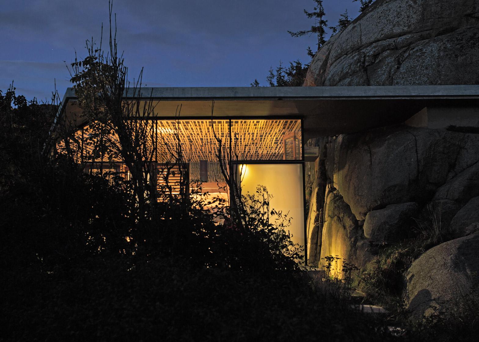 cabin-knapphullet-lund-hagem-kim-muller-photography-sandefjord-norway_dezeen_1568_1