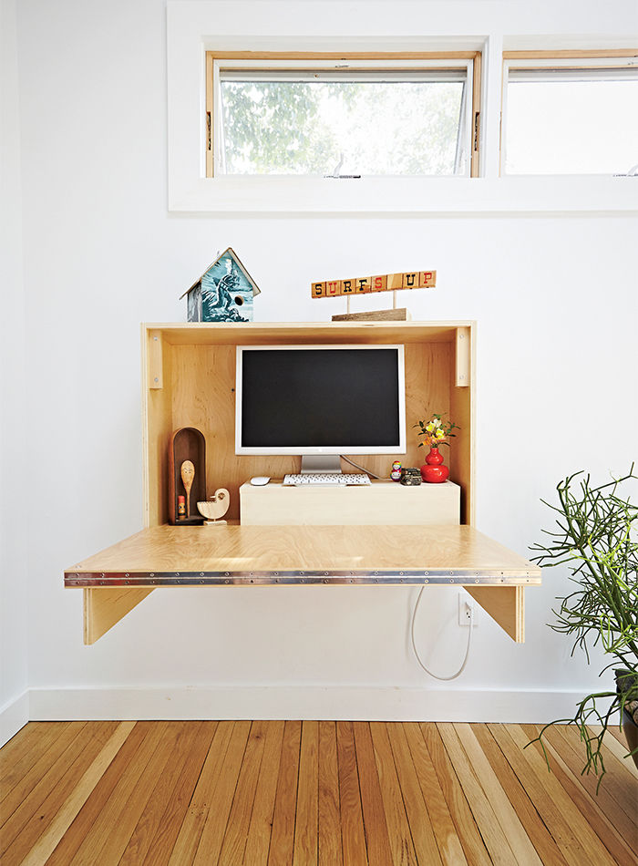 family_affair_backyard-addition-fold-up-desk