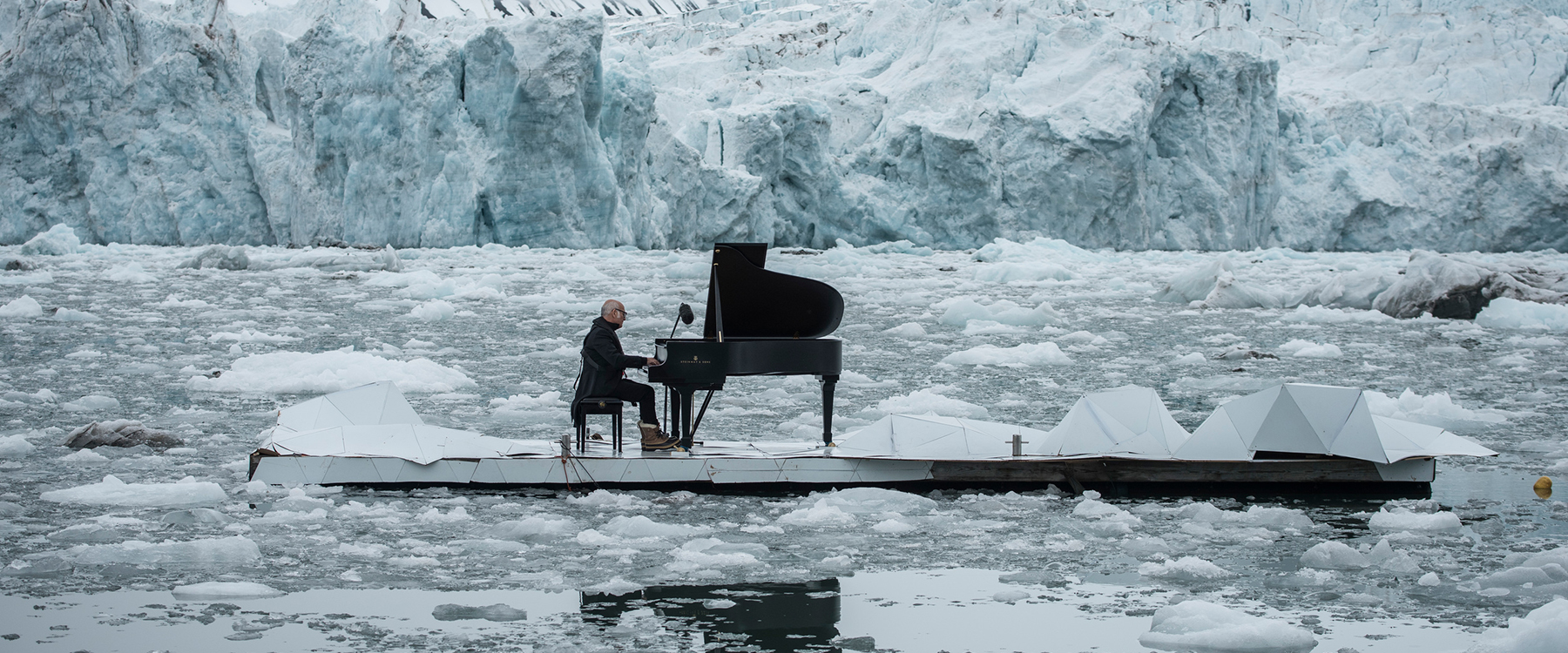 ludovico-einaudi-performs-in-the-arctic-ocean-greenpeace-designboom-1800