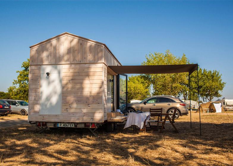 Koleliba-mobile-holiday-home-Bulgaria_Hristina-Hristova_dezeen_784_2