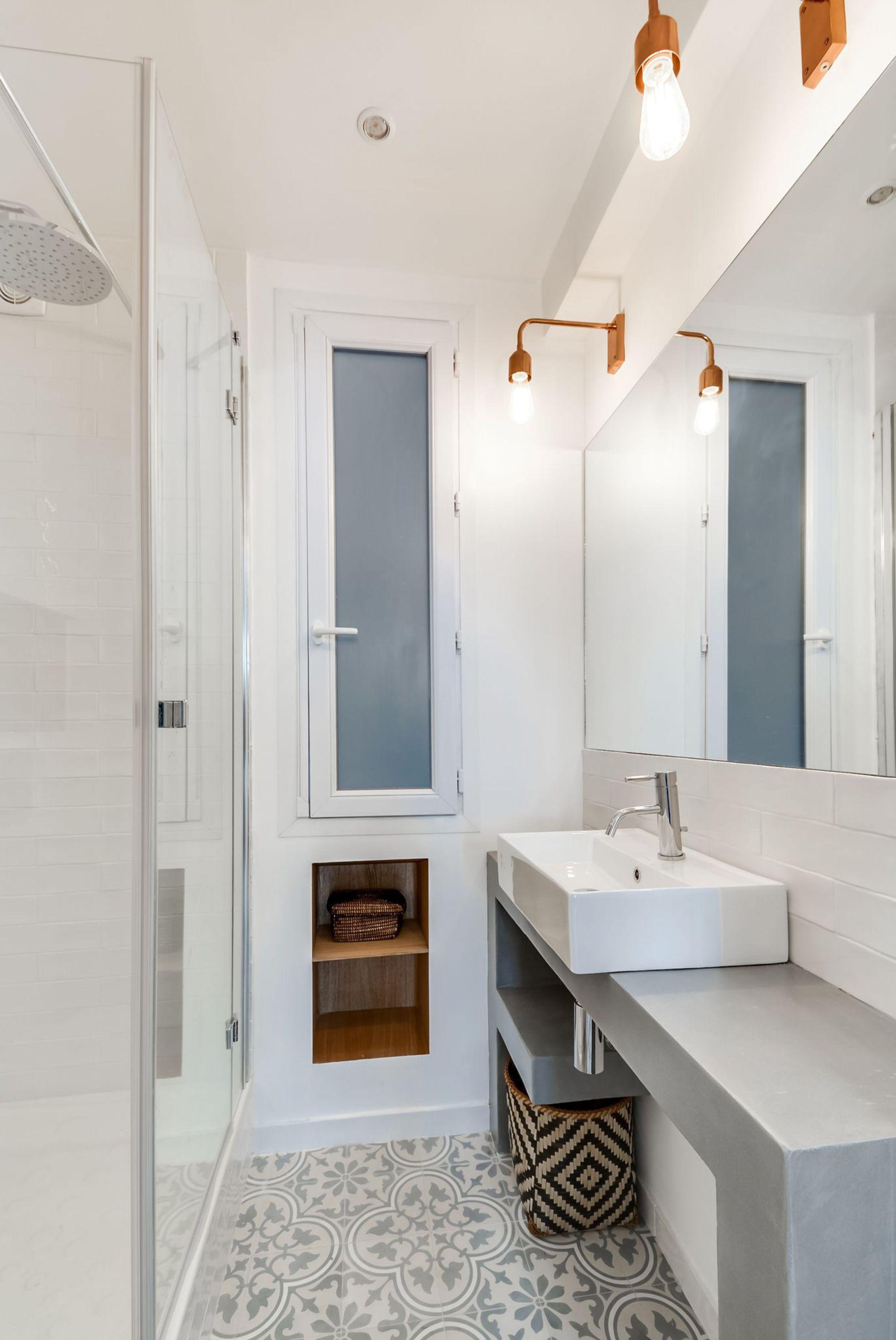 Small apartments petits appartements www for Petit carreaux salle de bain