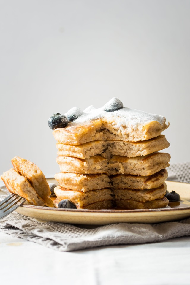 healthy-banana-pancakes-3-640x960