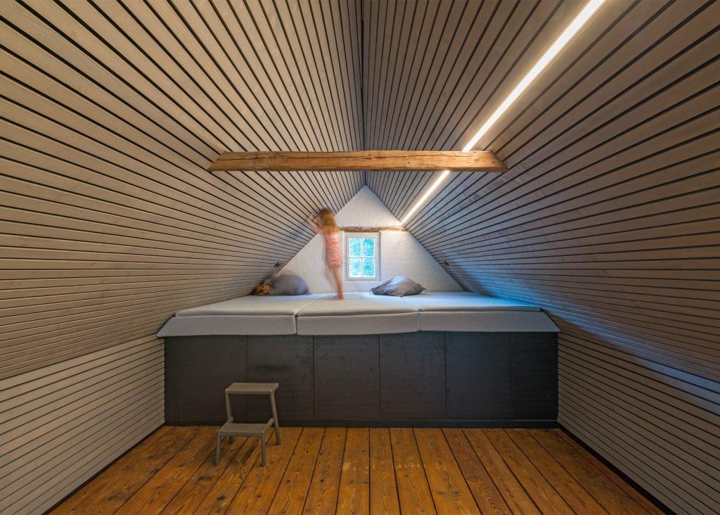the-enchanted-shed-sue-architekten-architecture-eichgraben-austria_dezeen_2364_ss_4-1024x732