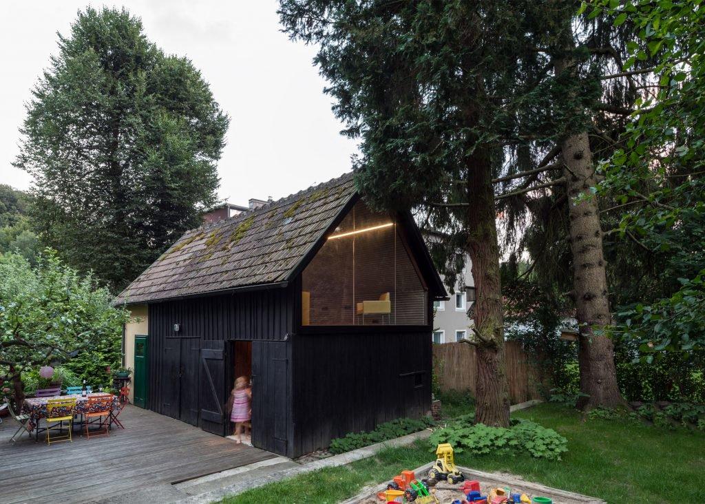 the-enchanted-shed-sue-architekten-architecture-eichgraben-austria_dezeen_2364_ss_5-1024x732