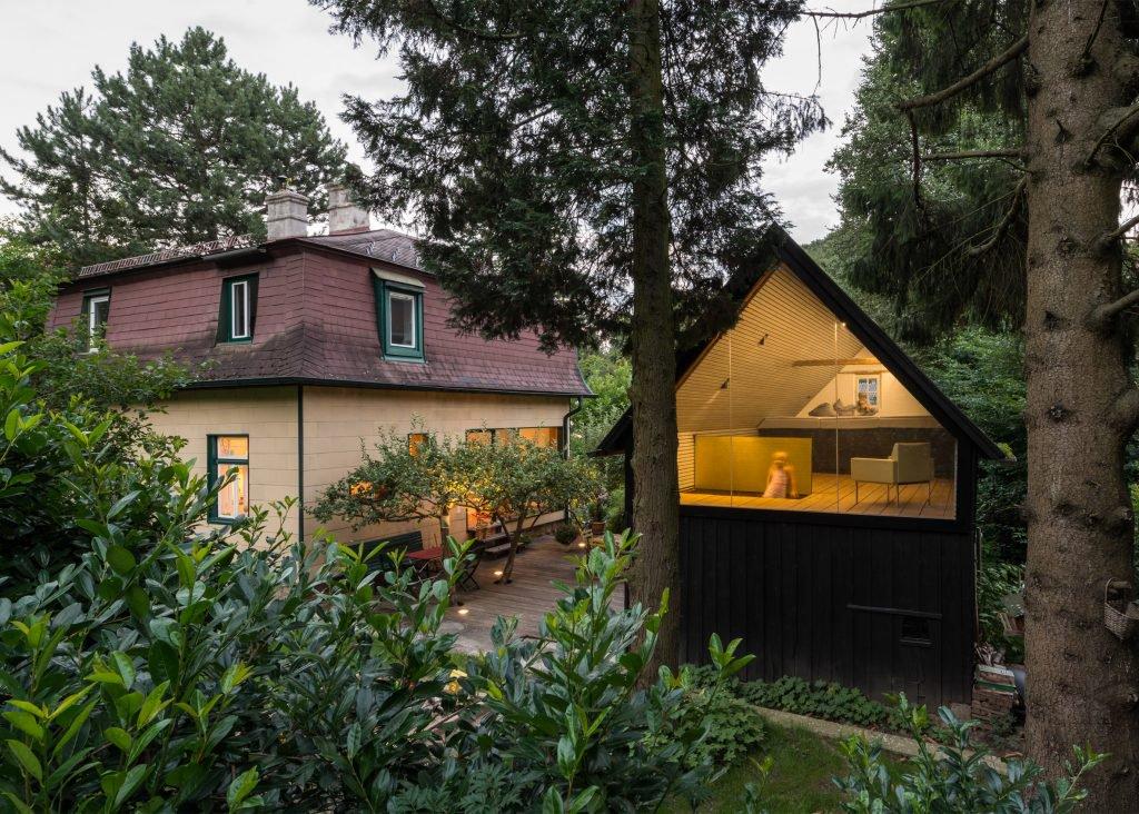 the-enchanted-shed-sue-architekten-architecture-eichgraben-austria_dezeen_2364_ss_6-1024x732