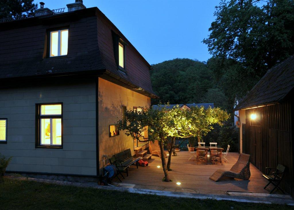 the-enchanted-shed-sue-architekten-architecture-eichgraben-austria_dezeen_2364_ss_8-1024x732